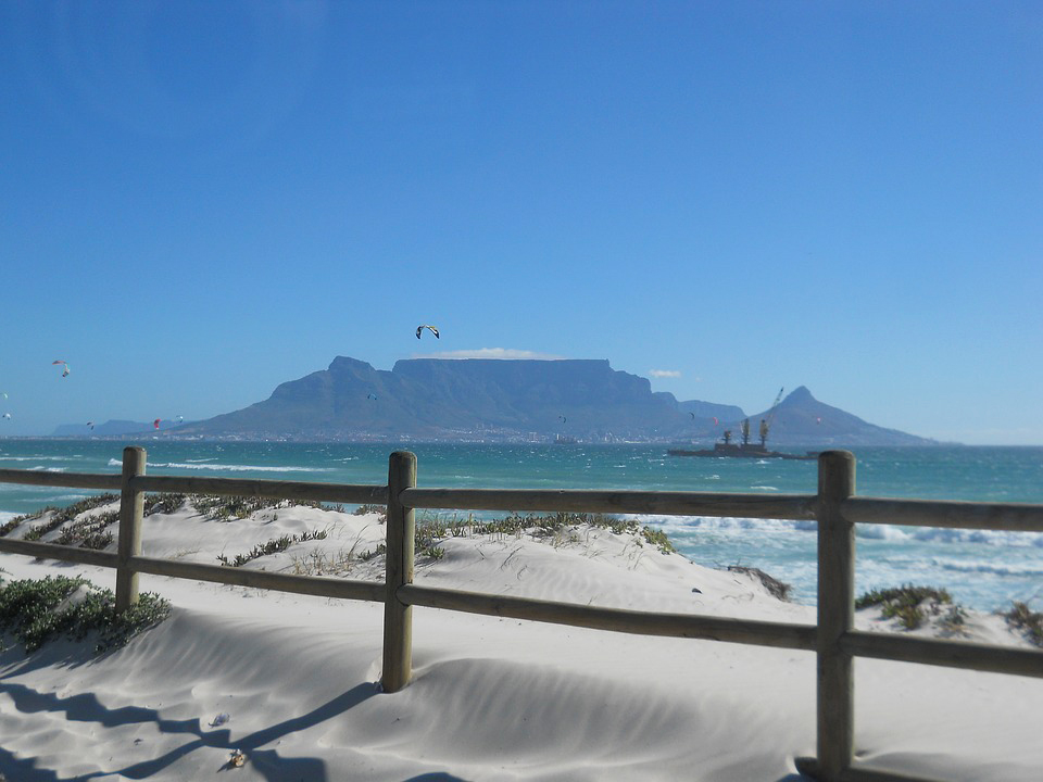 Table Mountain qui surplombe la ville du Cap