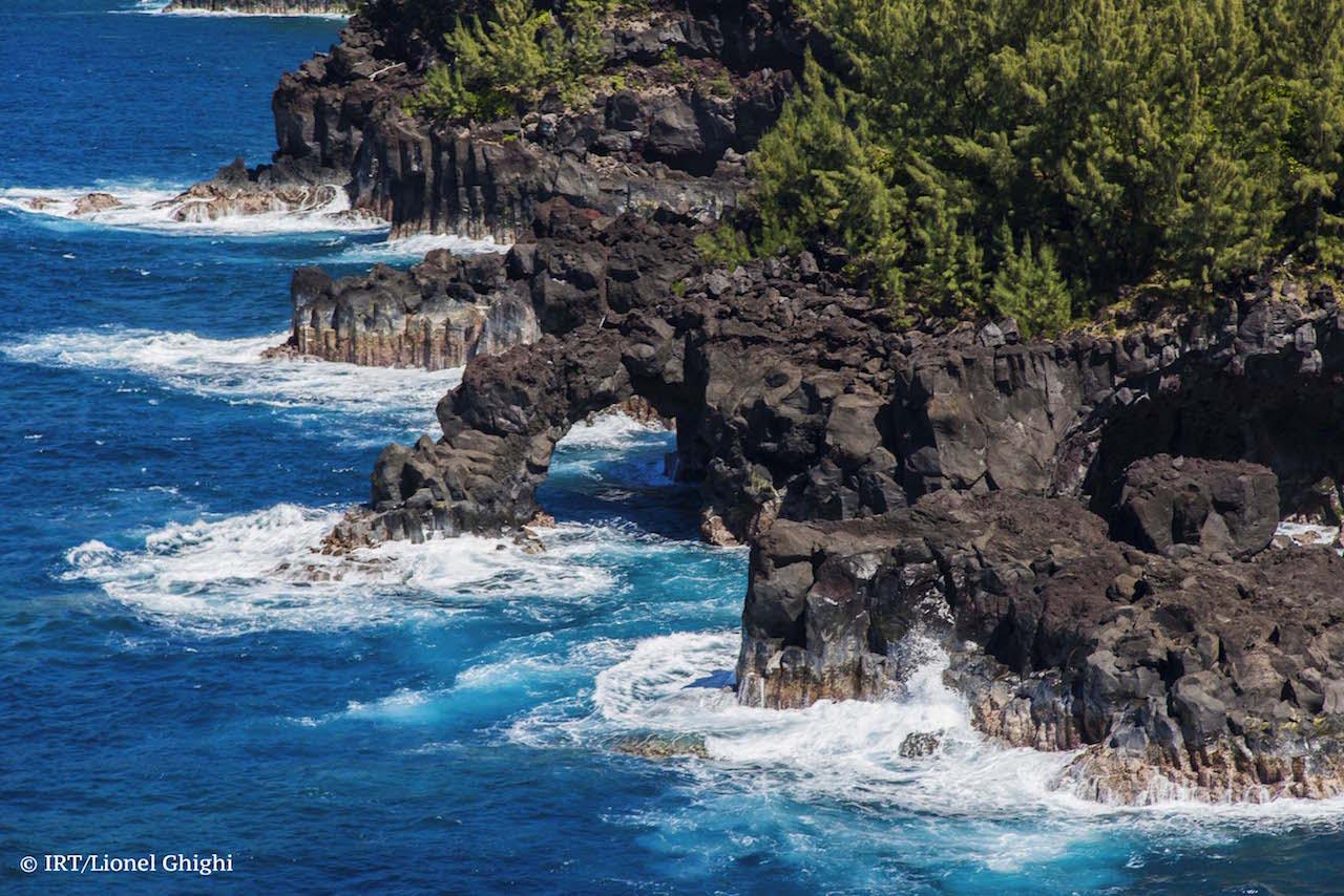 Arche naturelle en front de mer