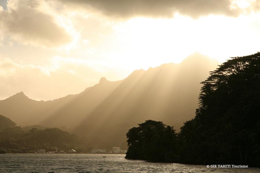 Coucher de soleil sur l'ile de Raiatea