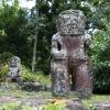 Tiki en pierre sur l'île de Dhiva-Oa