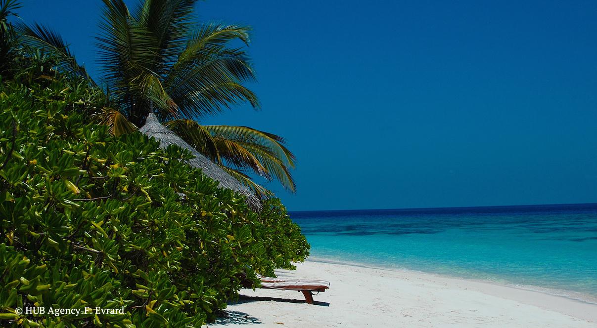 Iles Maldives Coco Palm Dhubikolhu sable blanc mer turquoise lune de miel voyage de noce