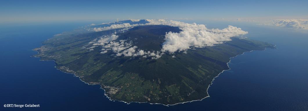 Ile de la Réunion Voyages à la carte voyages sur mesures volcan cirque de mafate cirque de salazie plaine des sables le piton de la Fournaise la plaine des cafres